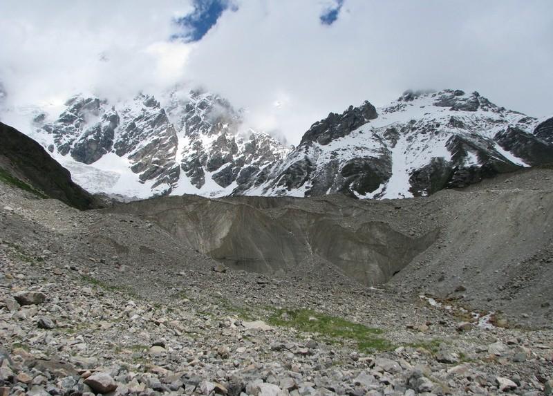 Язык ледника Шхары