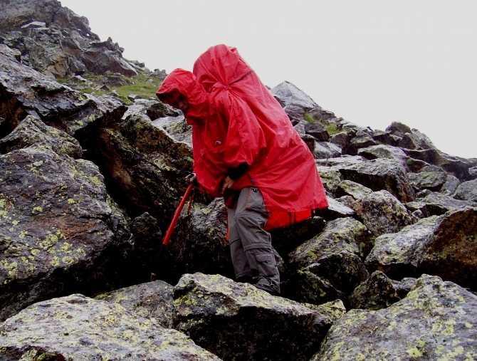 Как защититься от дождя в походе?