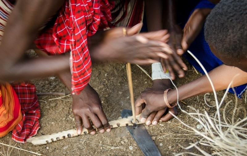 Как масаи добывают огонь