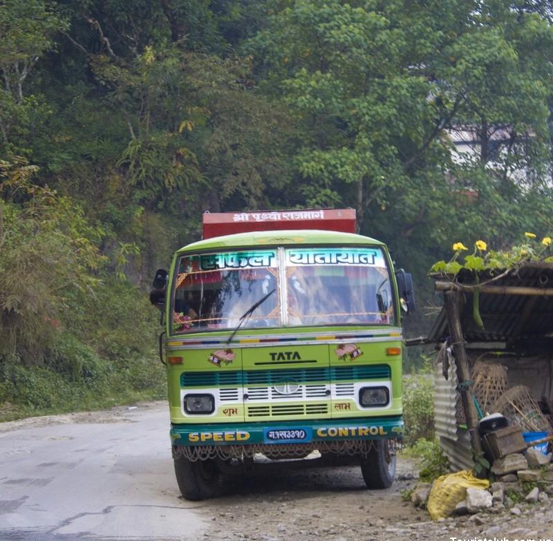 Непальский автобус